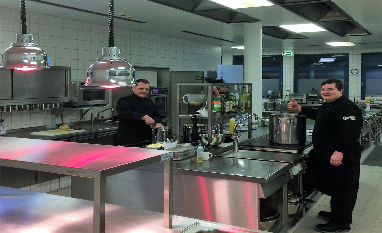 Tolle Küche Bad Designer Jobs Galerie - Ideen Für Die Küche ...
